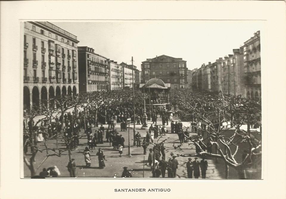 30 - Plaza de la Libertad. Concierto banda municipal